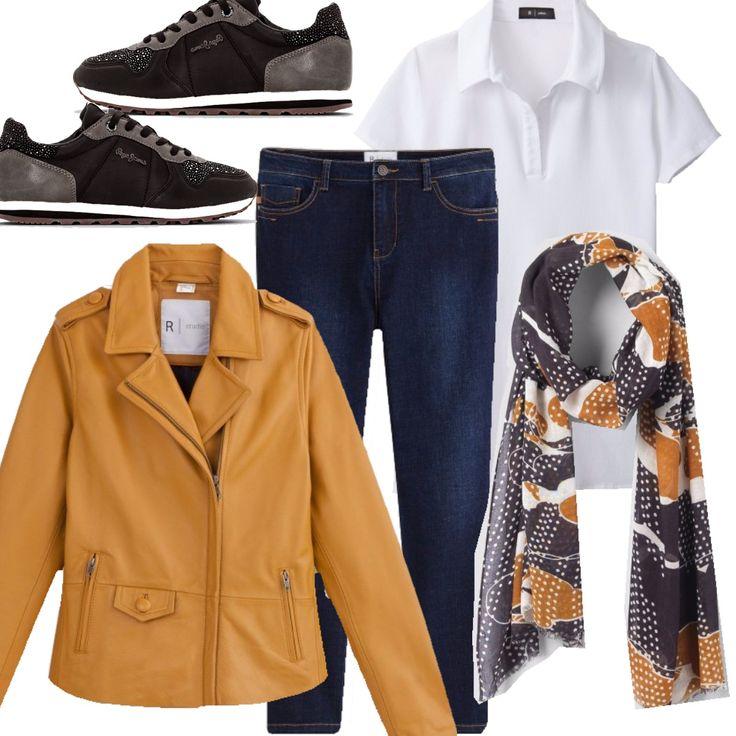 Per una donna a cui piacciono gli outfit comodi in sneakers. In questo caso griffate le sneakers, giacca in pelle in un ocra acceso, polo bianca basic, jeans e foulard per dare un tocco carismatico ad un look per tutti i giorni.