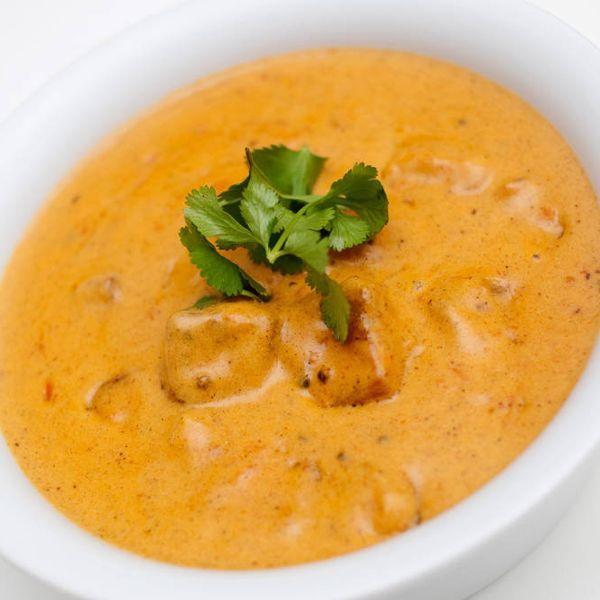 Indisk festmat med en herlig kremet saus. Butter chicken uten smør og uten kylling? Hvorfor ikke? Her marinerer vi tofu...