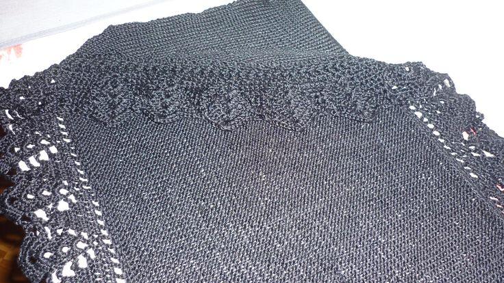 Boléro en tricot, bordure au crochet
