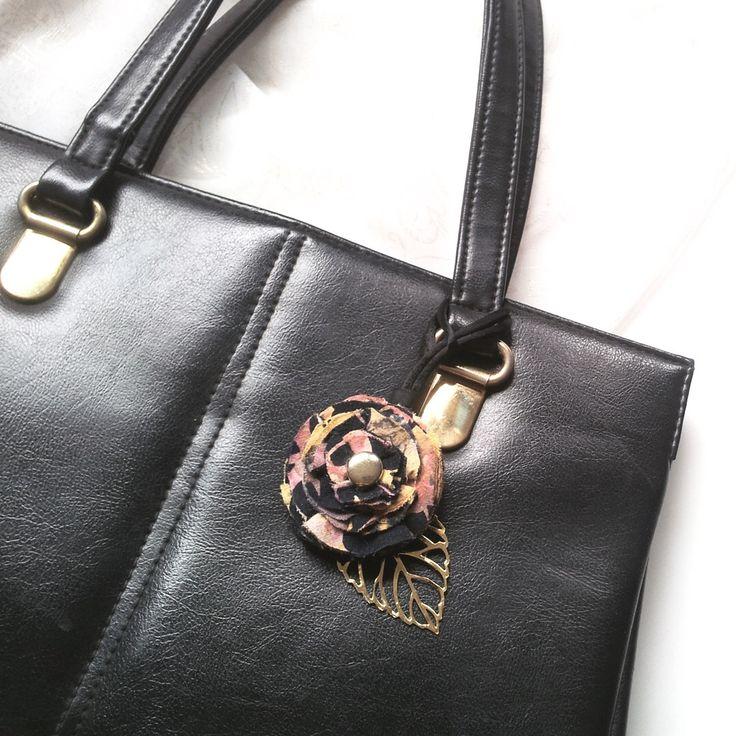 BissBiss   #bissbiss #shopbissbiss #fabricflowers #flowers #handmade #handmadewithlove #ooak #accessories #ecofashion #sustainable   #tropical #tropicalprint #handbag #charm