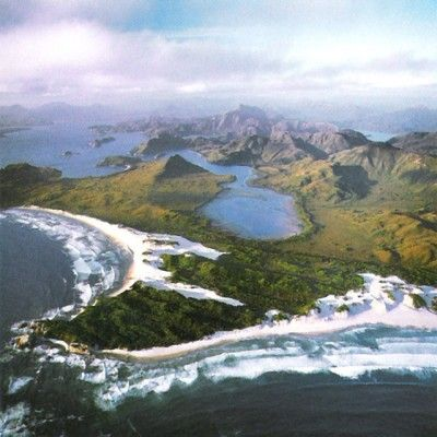 Štát a súčasne ostrov na juhovýchode Austrálie. Vyniká najmä neporušenou prírodou. Takmer polovicu územia tvoria národné parky. Tasmánia s aprezentuje ako prírodný štát.