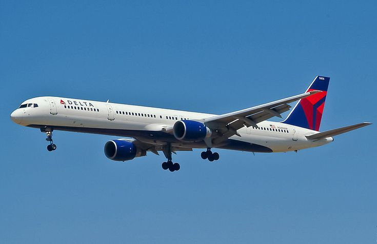 Delta Air Lines 757-300 arriving at Los Angeles International Airport - by Motohide Miwa