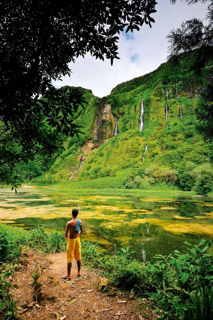 """""""Archipiélago de las Azores · National Geographic en español. · Rutas y escapadas   Isla de flores  La Fajã Grande es una inmensa pared cubierta de vegetación y cascadas. El Poço da Alagoinha es una de las lagunas que hay en su base."""" #Azores_archipelago #Portugal"""