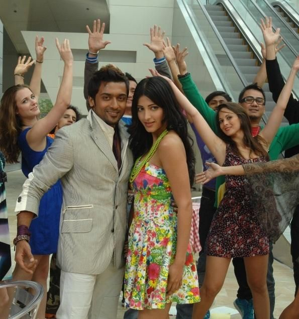 Suriya and Shruthi Hassan In 7aum Arivu