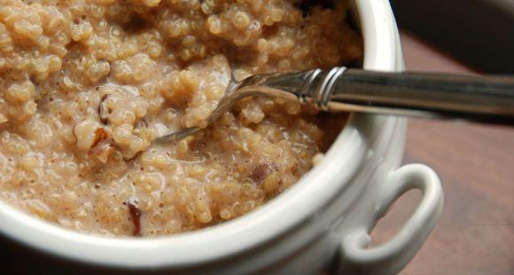 ¿En busca de nuevas ideas para el desayuno? Estas gachas de quinua es la solución perfecta!  Si todavía no has oído hablar de la quinua, la quinua es un cultivo de grano que se cultiva por sus semillas comestibles. Cuando encuentres la quinua en tu supermercado local la verás como una bolsa de …