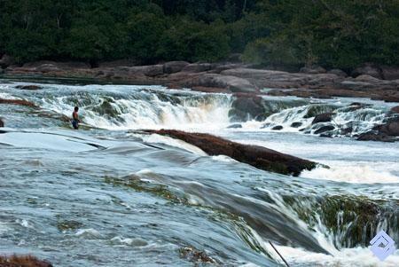 Cachivera Aracapurí en el río Vaupés, aguas abajo de Mitú, capital del departamento