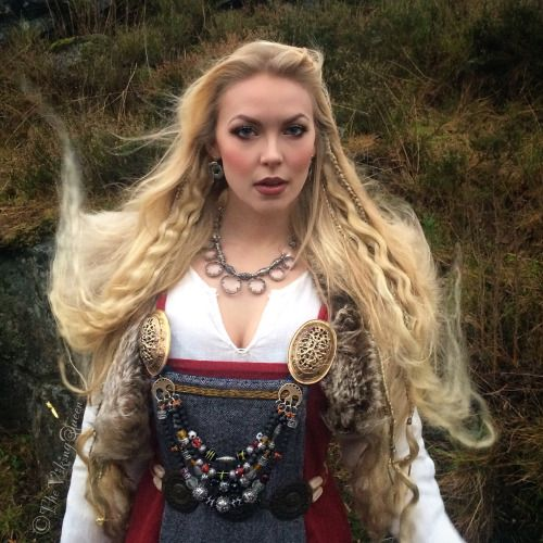 The Viking Queen. Gorgeous outfit! (Too modern of makeup...)