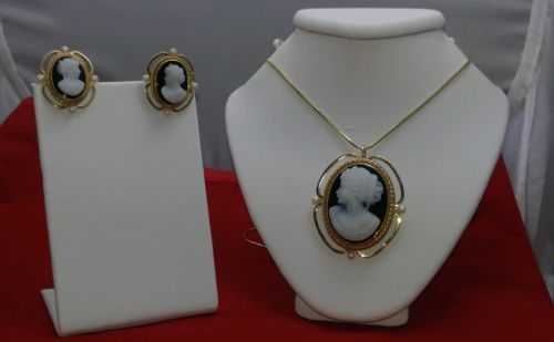 VINTAGE-AGATE-CAMEO-14KT-YELLOW-GOLD-BROOCH-AND-PENDANT-EARRINGS-SET