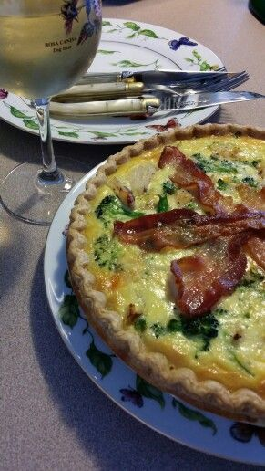 Chicken, broccoli, bacon & cheddar quiche--just made this. Easy ...