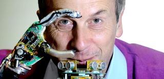"""Kevin Warwick: """"Pronto controlaremos la tecnología con el pensamiento"""""""