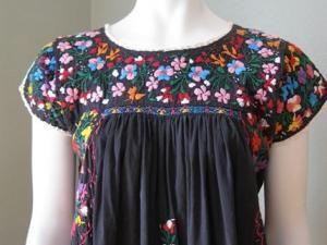 Robe Tunique mexicaine avec broderies multicolores vintage t 36 38 - par misscola