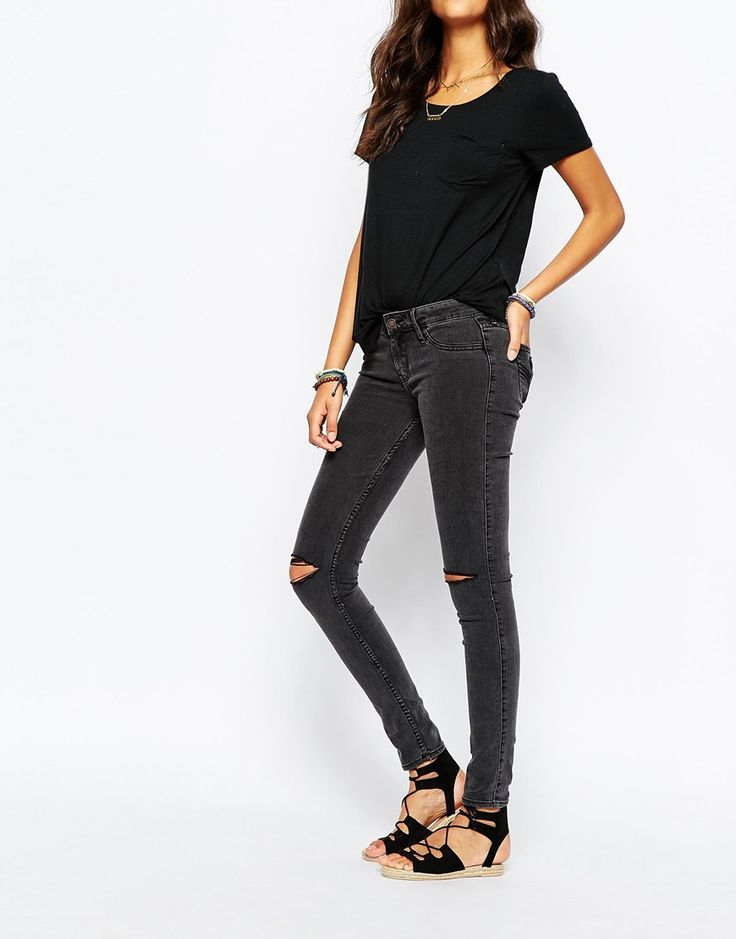 Hollister Destroyed Low Rise Super Skinny Jean With Ripped Knees 40.00