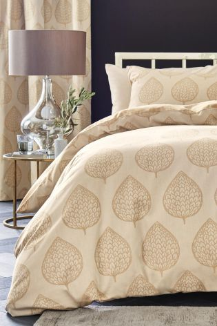 Nothing screams luxury like a gold colour palette and this Gold Leaf Jacquard Bed Set does this perfectly!