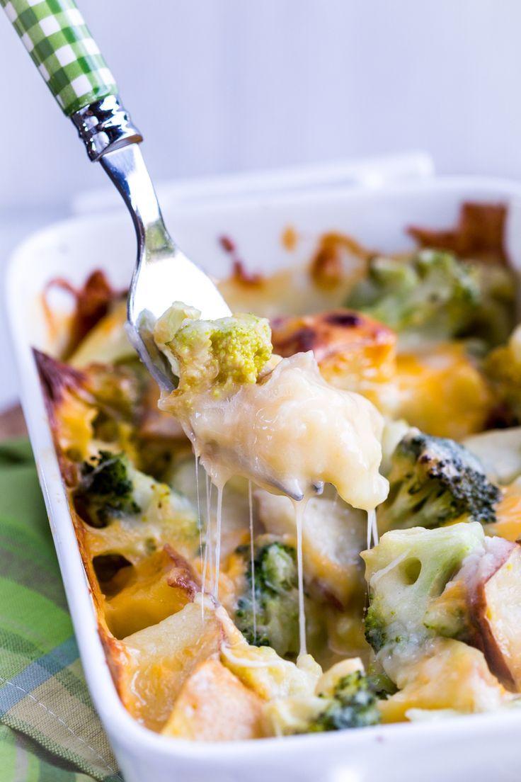 This Southwestern Broccoli & Potato Casserole is everything! A fantastic southwestern twist on a classic recipe. #skinnyms