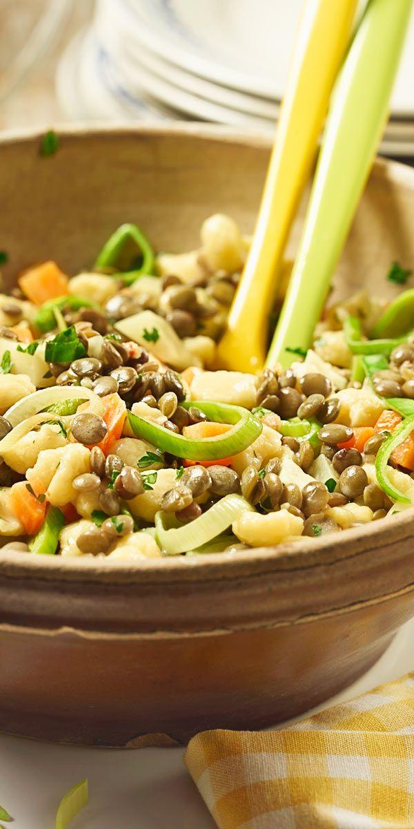 Eine regionale Köstlichkeit: Der Knöpfle-Salat mit Linsen ist eine schwäbische Spezialität.
