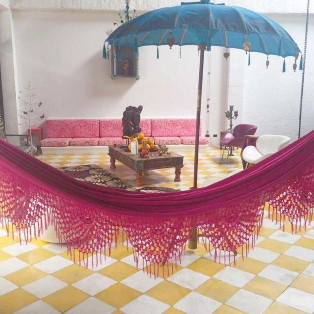 Getting an indoor hammock will create an oasis at home, a space to relax and enjoy, a happy corner that can be glamorous or bohemian. This picture is sent by our customer who lives in Cauca Viejo.