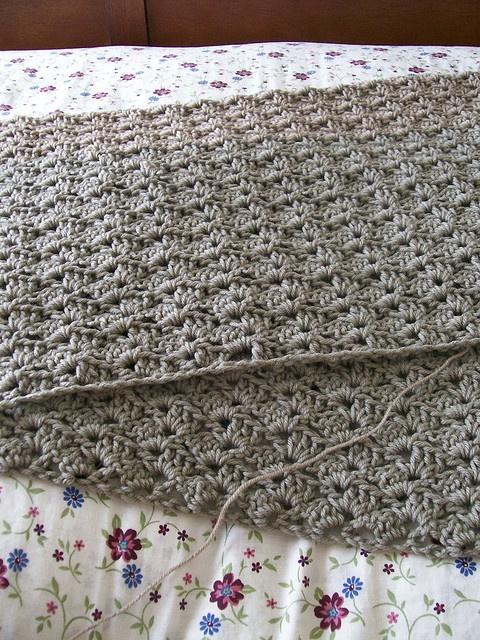 pretty shell stitch afghan