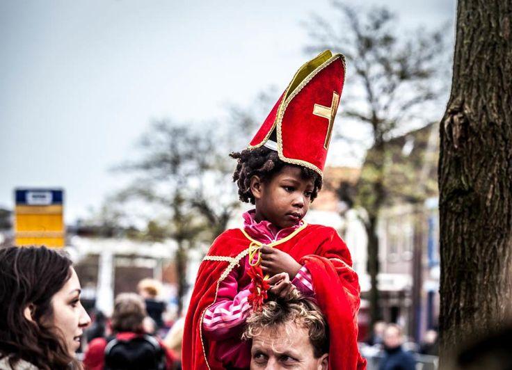 Zaterdag reisde onze fotograaf mee met actiegroep Kick Out Zwarte Piet, om de demonstratie tijdens de intocht in Meppel van dichtbij mee te maken.