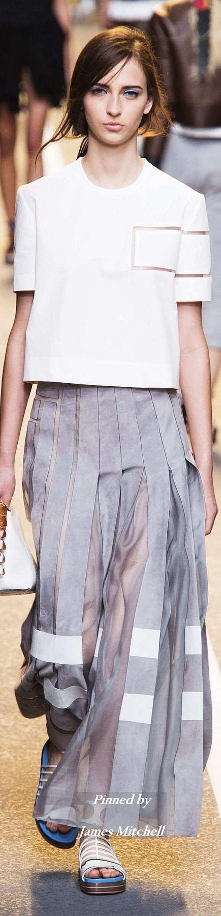 FENDI kombiniert Grau und Weiß zu einem leichten Look #fendi #spring2015