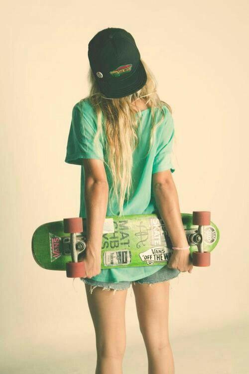 Девушка скейт