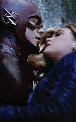 Flash & Frost kiss #TheFash 3x07
