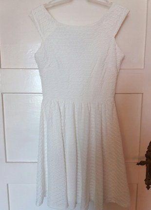 Kup mój przedmiot na #vintedpl http://www.vinted.pl/damska-odziez/krotkie-sukienki/18651017-piekna-biala-sukienka-z-podszewka