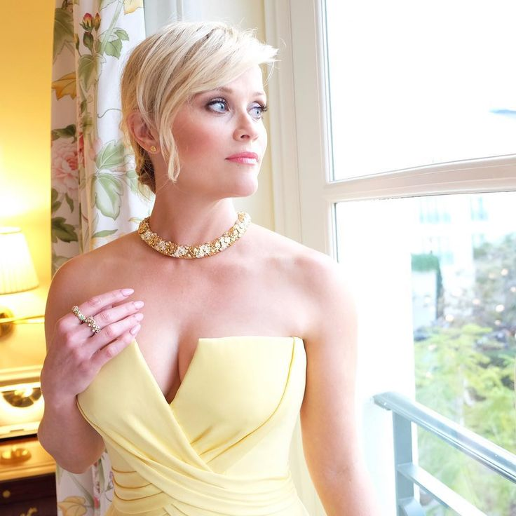 Reese Witherspoon before the Golden Globes, Jan. 2017