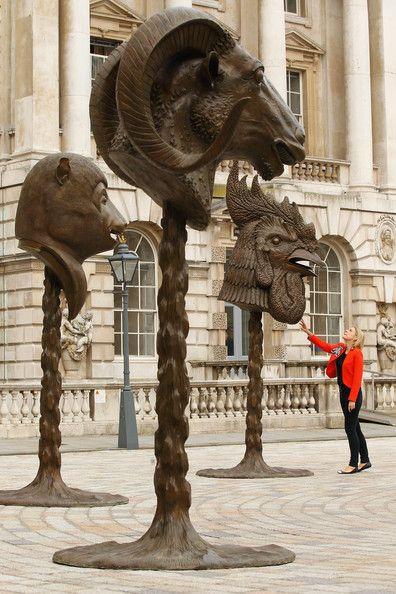 Vi essas cabeças na Bienal 2010 e realmente são fascinantes...Circle of Animals/Zodiac Heads at Somerset House by Ai Weiwei.