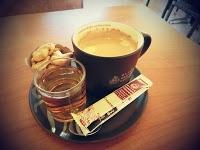 KULINER,korantangsel.com- Bagi Anda pecinta kopi, sempatkan diri untuk menikmati kopi spesial milik Black Canyon Coffee. Sebab di café dan restoran ini, Anda akan disuguhkan dengan beragam jenis minuman kopi asal negara Thailand.