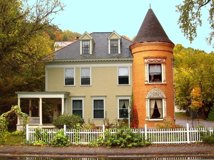 Colonial style homes are influenced by those of European settlers and originally consisted of a two story structure with one room on each floor.