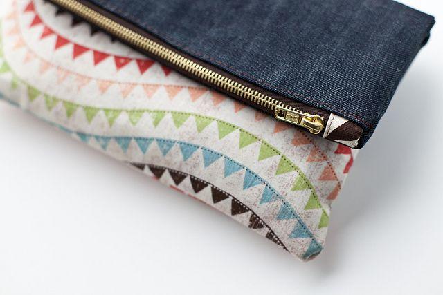 DIY denim foldover clutch by thatgirlsab
