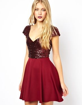 How pretty is this ruby-colored dress? It's perfect for a holiday party! #holidaypartyprep #startearly