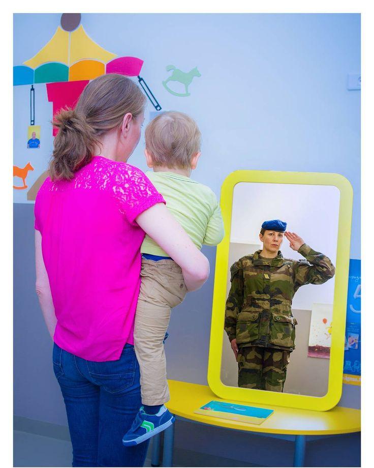 Nos militaires sont aussi des mamans... Nous souhaitons une joyeuse fête des mères à toutes les mamans du monde.   Une pensée particulière pour celles qui sont déployées sur le territoire national comme en opération extérieure.  #FierDeNosSoldats #armeedeterre #armeefrancaise #frencharmy #soldier #soldat #militaire #military #défense #defence #armee #army #instarmee #instarmy #fetedesmeres #fete #maman #jetaime