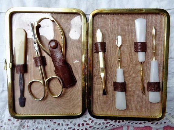Trousse de manucure  vintageen cuir  trousse manucure années