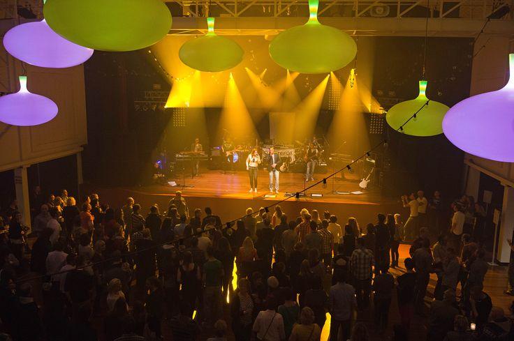 Zaterdag 9 november barstte de Nieuwe Buitensociëteit Zwolle weer uit z`n voegen voor Zwolle-LIVE. De 2e editie van dit geweldige spektakel bracht ongeveer 300 mensen op de been. De samenwerkende bands Barcode en X-Static maakten er ook dit jaar weer een feest van.