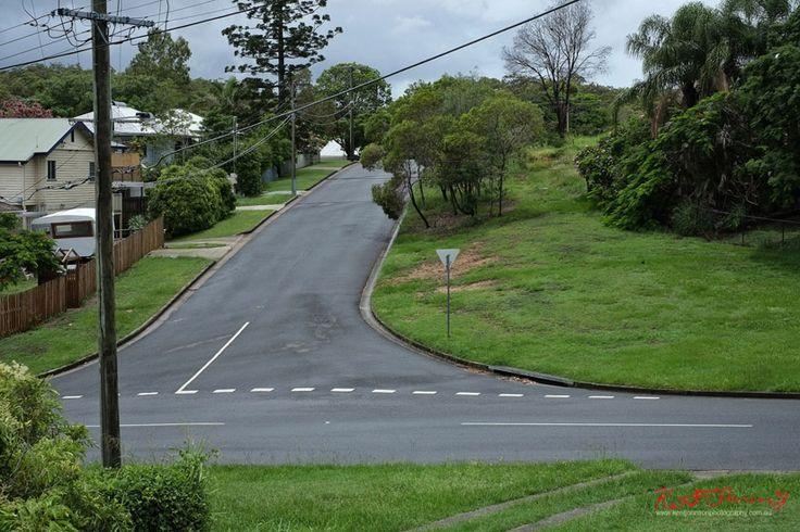 Wide roads and wide grassy unimproved sidewalks, Seven Hills, Brisbane.  #Architecture #Brisbane #Queensland #Australia