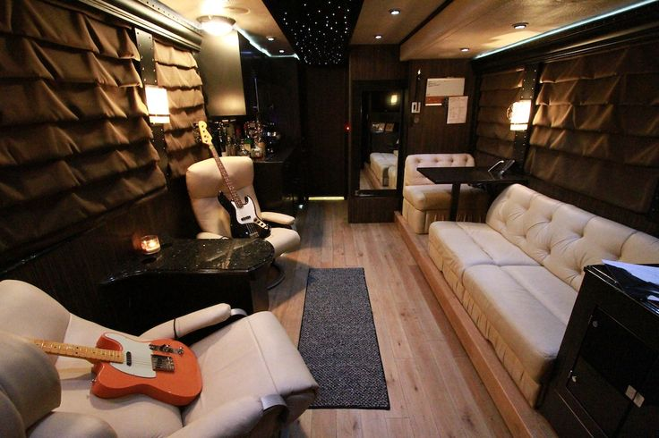 Living room of Lee Brice's tour bus. See MORE pics of celeb motor homes here>> http://my.gactv.com/celebrity-motor-homes/multigallery.esi