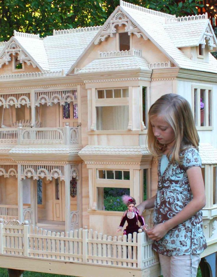 Barbie size Victorian House ~ click for more photos and the link to where to buy plans- I have these plans-ordered them on ebay
