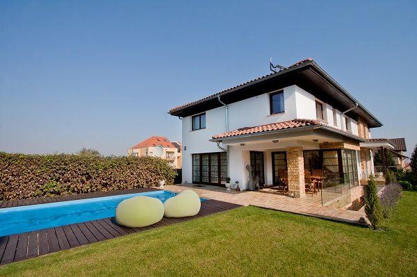 O oază de relaxare în mijlocul orașului: vilă cu piscină și curte de 700 de metri pătrați, în Cluj-Napoca