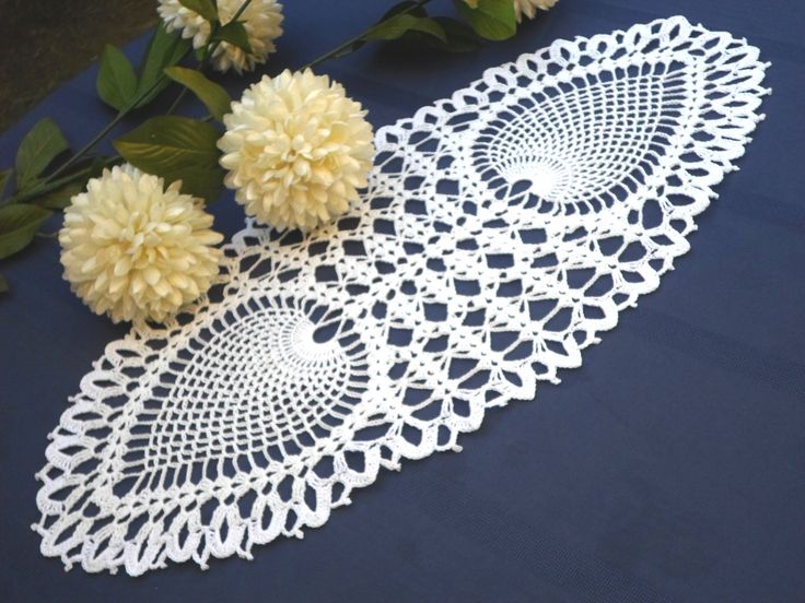 Mantelito con piñas dobles. Crochet doily with double pineaples.