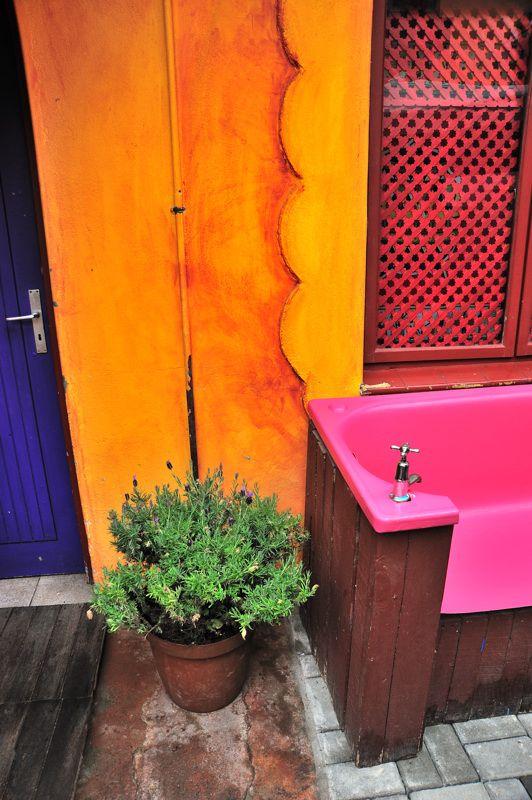 Best 25 pink bathtub ideas on pinterest bathroom for Pink and orange bathroom ideas