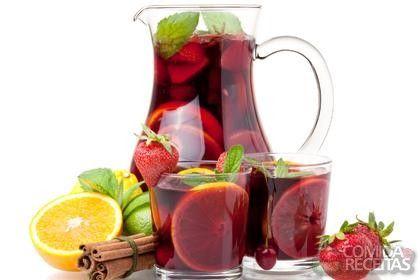 Receita de Sangria tradicional em receitas de bebidas e sucos, veja essa e outras receitas aqui!