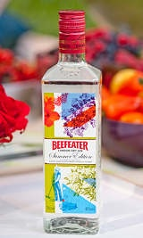 New summer gin from Beefeater with new floral botanical: Gin Bottle, Beefeat Summer, Beefeat London, Summertime Gin, Gin Summer, Dry Gin, Bottle Call, Call Summer, Summer Gin