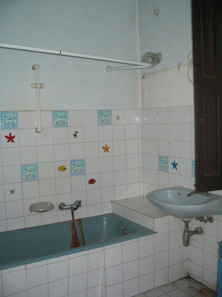 ez a konyha melletti fürdő, átalakitanám kamrává