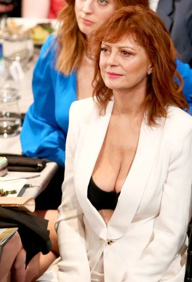 Susan Sarandon's Cleavage at the SAG Awards 2016 Captivates the Internet: Here's Why - http://www.hollywoodfame.com/susan-sarandon-at-the-sag-awards-2016-