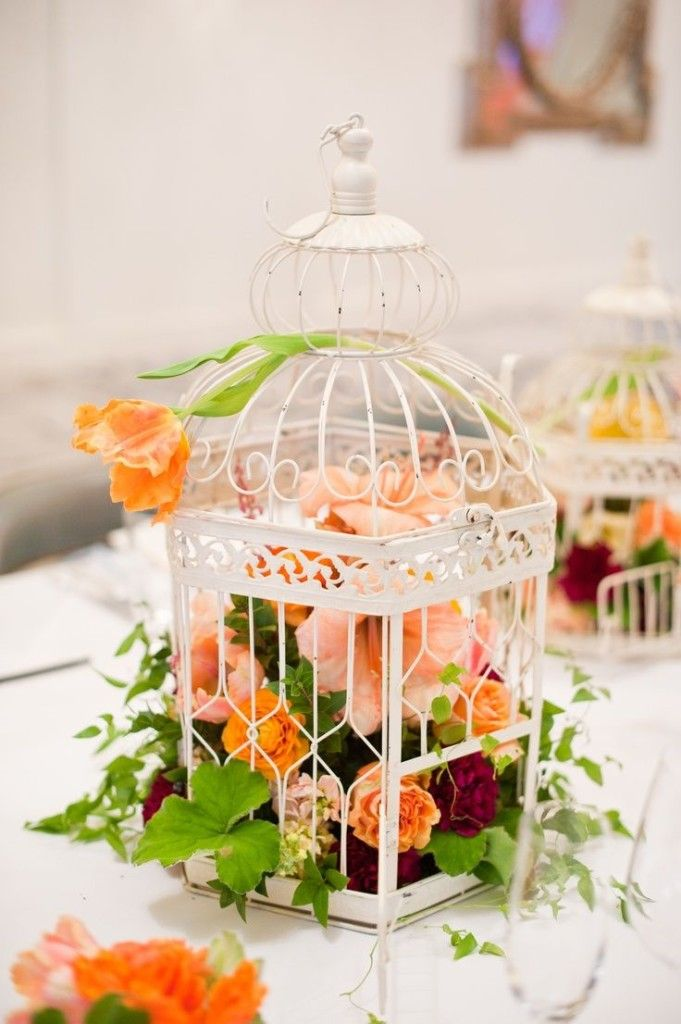 25 Truly Amazing Birdcage Wedding Centerpieces (with Tutrial)   http://www.deerpearlflowers.com/25-truly-amazing-birdcage-wedding-centerpieces/