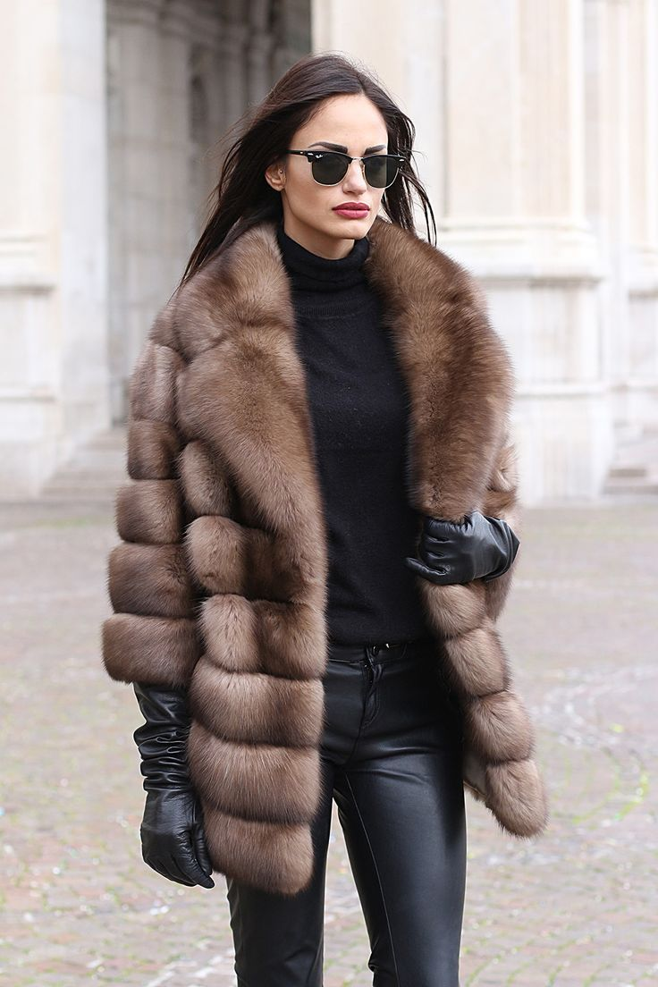 Скоро зима, а значит пора пересмотреть свой гардероб для холодного сезона. Царицей зимы, безусловно, является шуба. Какие из них особенно актуальны для зимы 2017/2018? Мех В моде шубы из совершенно разного меха. Конечно, королевой зимы стала норка. Однако вы не прогадаете, если отдадите п