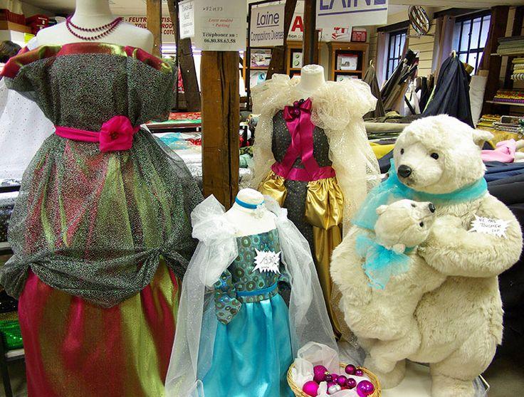 Modèles de robes pour vos soirées à thème : reine des neiges, robe bustier, robe avec cape ; tulle à paillettes, tissu broché, doublure satinée ...