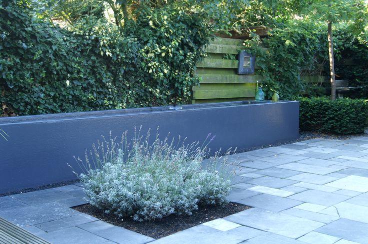 Stadstuin   Kletterend water in tuin in deze mooie polyester waterbak / vijver