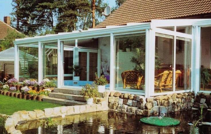 Szép és világos szobával bővülhet otthona ha egy télikert építése mellett dönt.  http://telikertepites.net/a_telikert_elonyei/